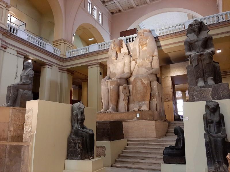 statue pharaoh amenhotep