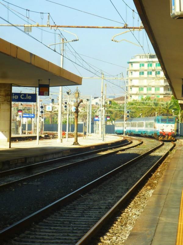 catania centrale train italy