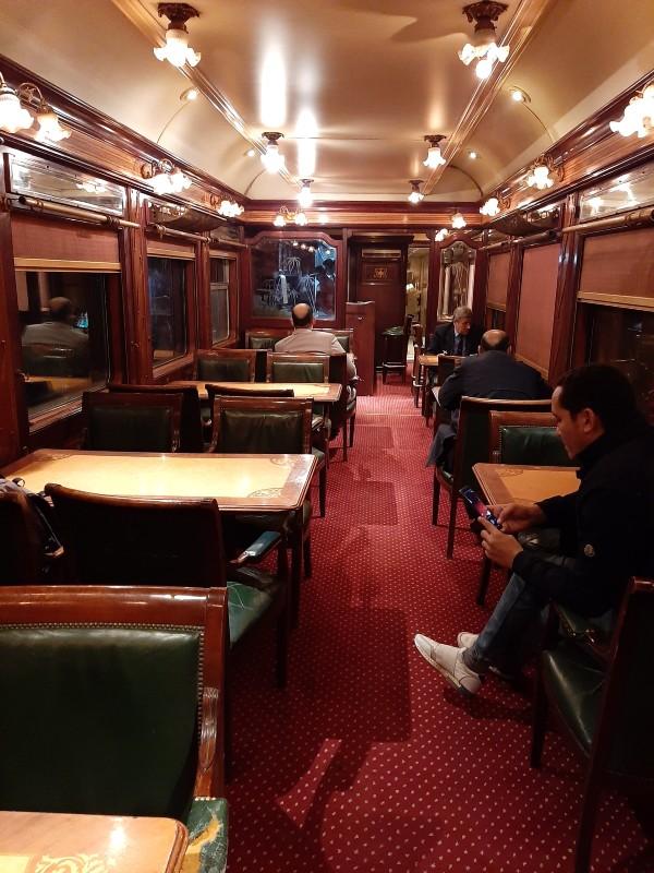lounge wagon dining car train