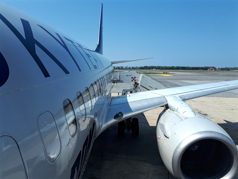 tarom boeing 737-700 skyteam livery