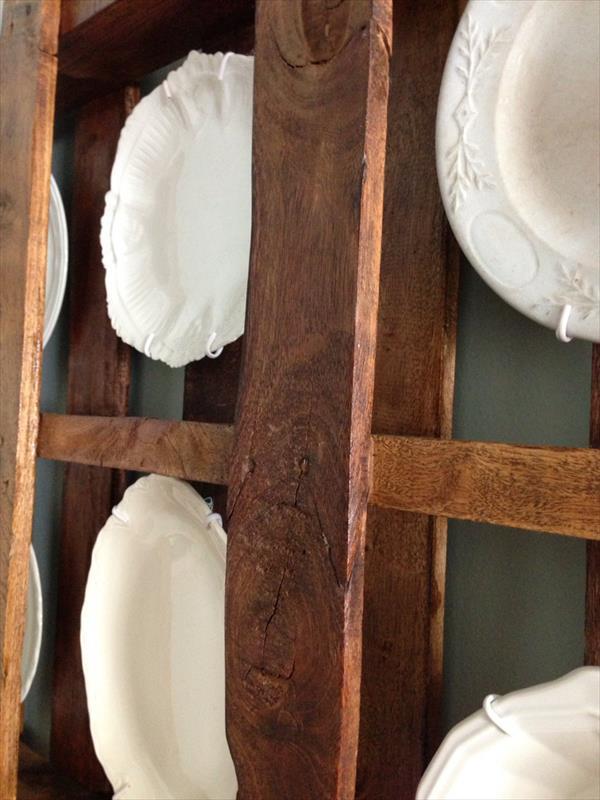 Diy Pallet Plate Rack Wall Display Idea Pallet Furniture