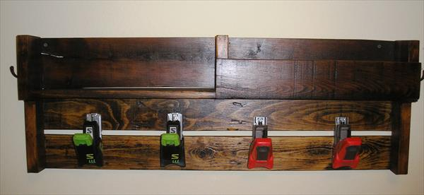 Diy Pallet Coat Rack With Ski Bindings Pallet Furniture