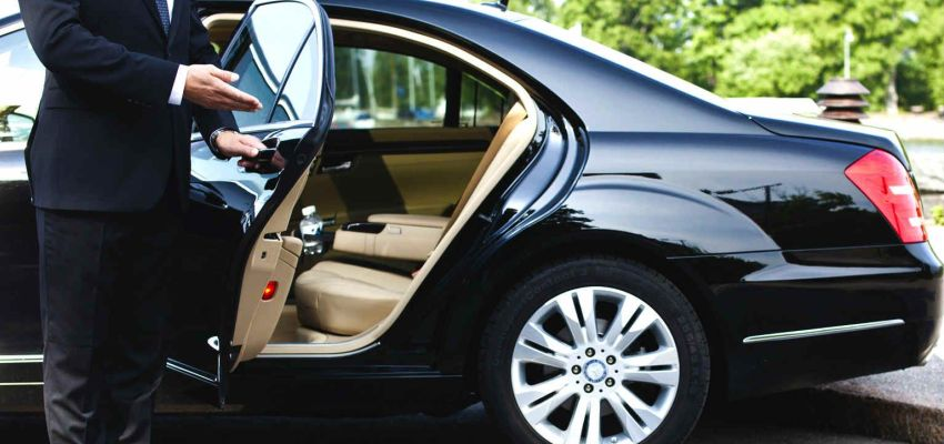 Palm Beach Signature Limo & Private Airport Black Car Services.                                                    The Trusted Chauffeured Car Company In The Industry