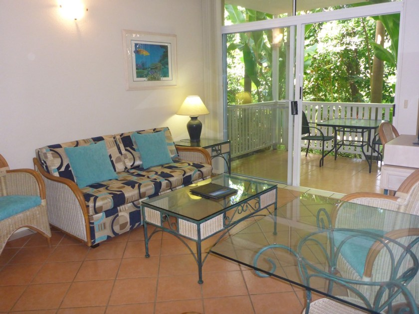 Lounge One Bedroom Apartment Palm Cove Tropic