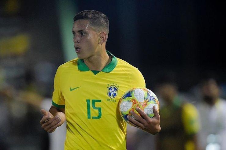 Alexandre Loureiro/CBF_Renan forma dupla de zaga campeã com Henri no Palmeiras