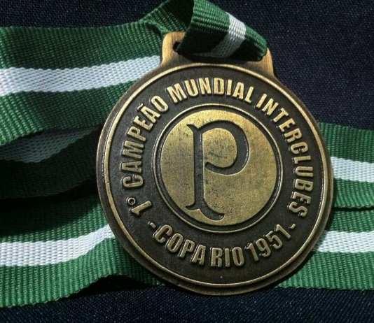 Medalha comemorativa do Mundial de 1951.