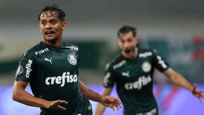 The player Gustavo Scarpa, from SE Palmeiras, celebrates his goal against the C Libertad team, during a match valid for the quarter-finals (lap), of the Copa Libertadores, at the Allianz Parque arena.  (Photo: Cesar Greco)