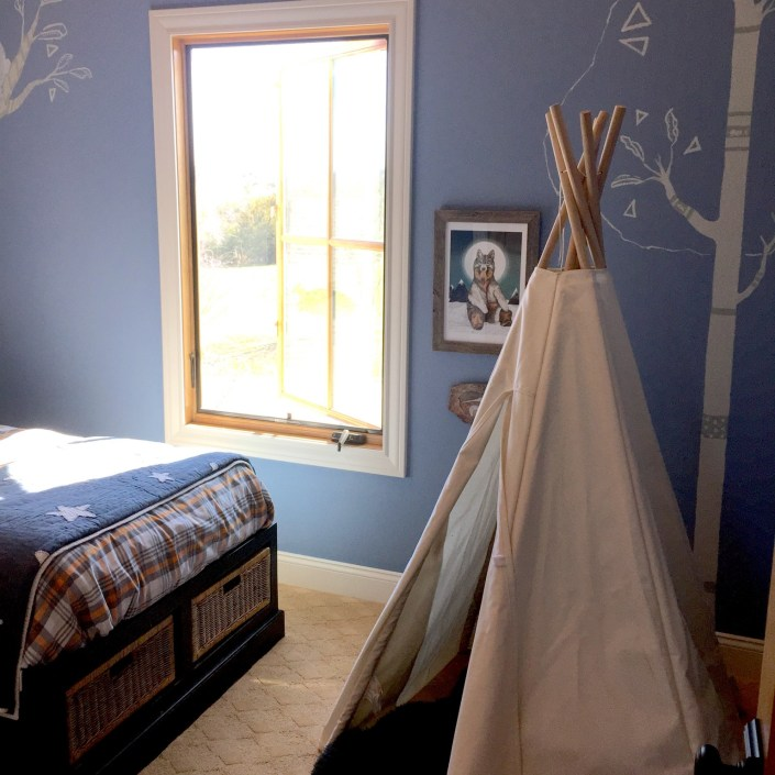 Kids bedroom teepee