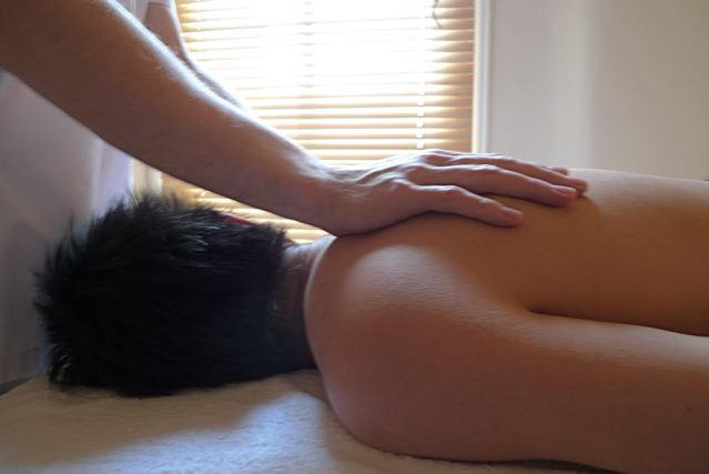 Palmers Green Osteopaths treat back pain shoulder pain