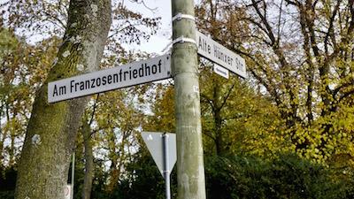 friedrichsfeld_cemetery_roadsign