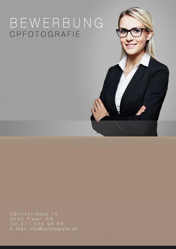 professionelle-bewerbungsfotos-fotostudio-flawil-frau-mit-anzug-724x1024 Bewerbungsfoto mit Deckblatt