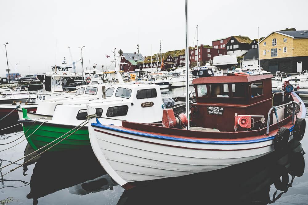 road_trip_faroeisland_tórshavn_hauptstadt_boot_fischer