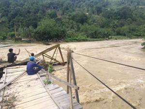 2404-jembatan-kulawi-putus-300×225