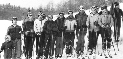 VNIIstroidormash's female ski team.