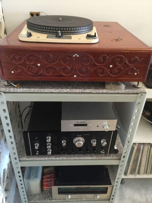 居然還有傳統的唱片機耶