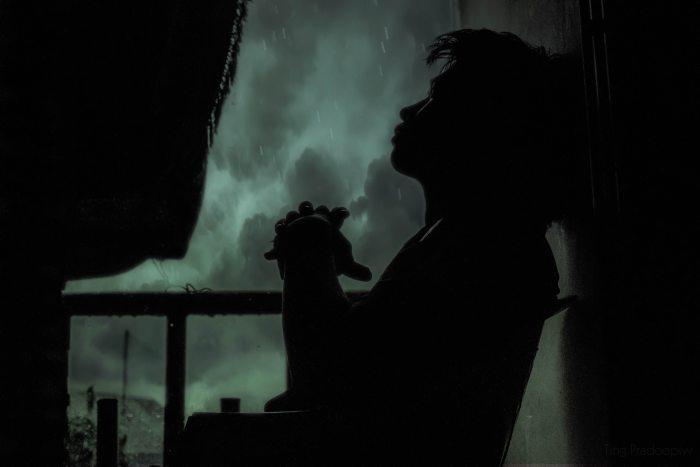 adult-alone-backlit-268833