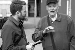 Mauno berättar något ur sin 60-åriga partihistoria för Hans.