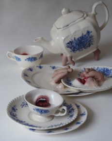 Tea service with ceramic mouths and fingers