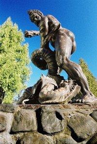 fontána so sochou Herkulesa - Snina