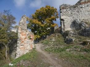 jeden z prístupov do hradu Gýmeš