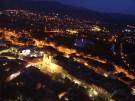 nočná panoráma na mesto Trenčín