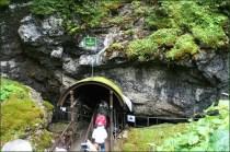 Vstup do Dobšínskej ľadovej jaskyne