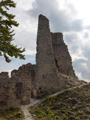 časť hradu Tematín