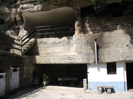 Brhlovec - skalné obydlia