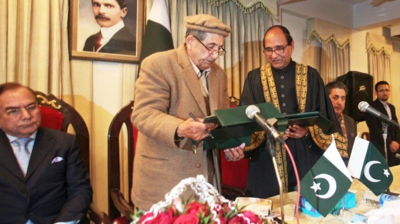 Justice Rana takes oath as SAC Chief Judge, angry students and political workers raise slogans against appointment