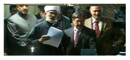 Tahir-ul-Qadri announcing the declaration in Islamabad