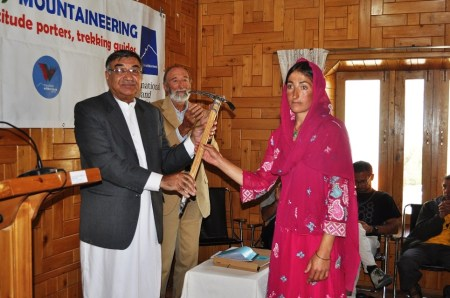 """Farzana, hailing from Shimshal, received the """"Stefania Benuzzi Award"""" for her best performance during the training."""