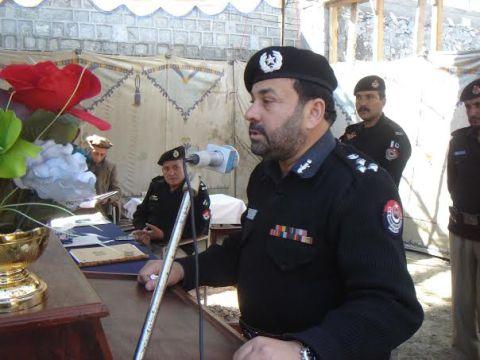 "DIG addressing a ""Darbar"" in Chitral"