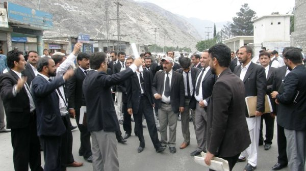 Lawyers protesting against the administration for alleged contempt of court