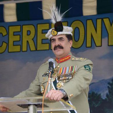 Gilgit: Gen Raheel visits Yadgar-e-Shuhada, attends commanding officers' conference