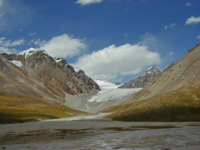 The snow covered peaks and glaciers located in Khunjerab are among the most important sources of the Hunza River