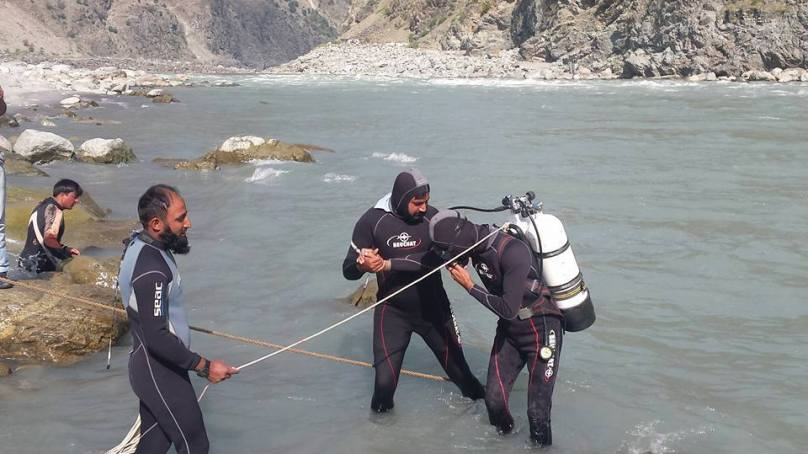 Dead body of a car accident victim recovered from Indus River