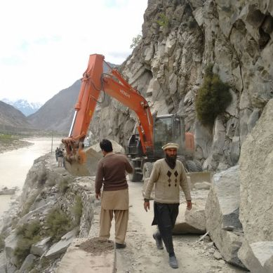 Gilgit-Ghizer road has been cleared for small vehicles
