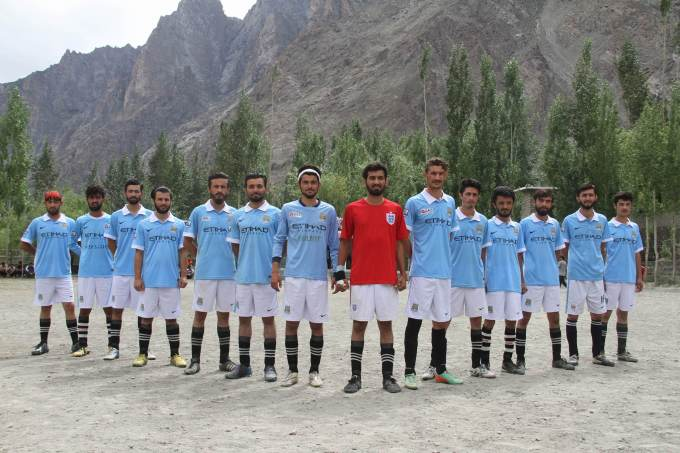 Players of Mountain Boys Gulmit before the match, Photo: Rehmat Jabbar
