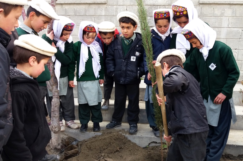 Hunza Serena Inn carries out tree plantation drive to raise awarenes about carbon emission