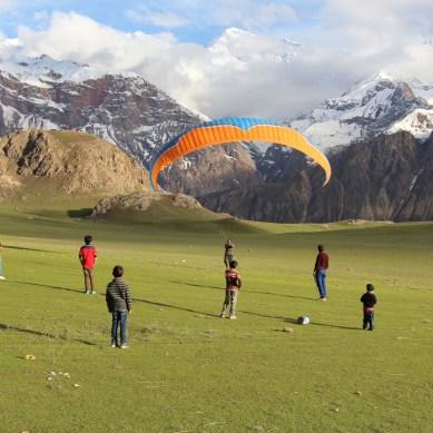 9 stunning photographs of paragliding in Qaqlash, Chitral