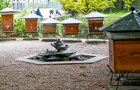 Fountain Jardin du Luxembourg apiary