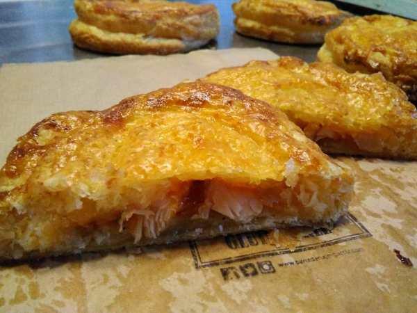 Pastel_hojaldre_de_pollo_tomate_barbacoa-sin_gluten-sin_lactosa-www.panaderiajmgarcia.com-detalle