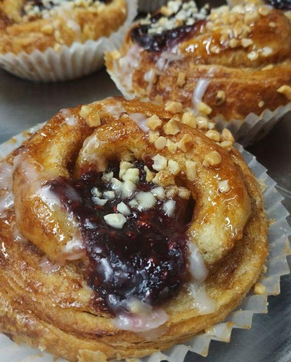Cinnamons-Rolls-de-frambuesa-Sin-Gluten-y-Sin-Lactosa-www.panaderiajmgarcia.com-panaderia-alicante