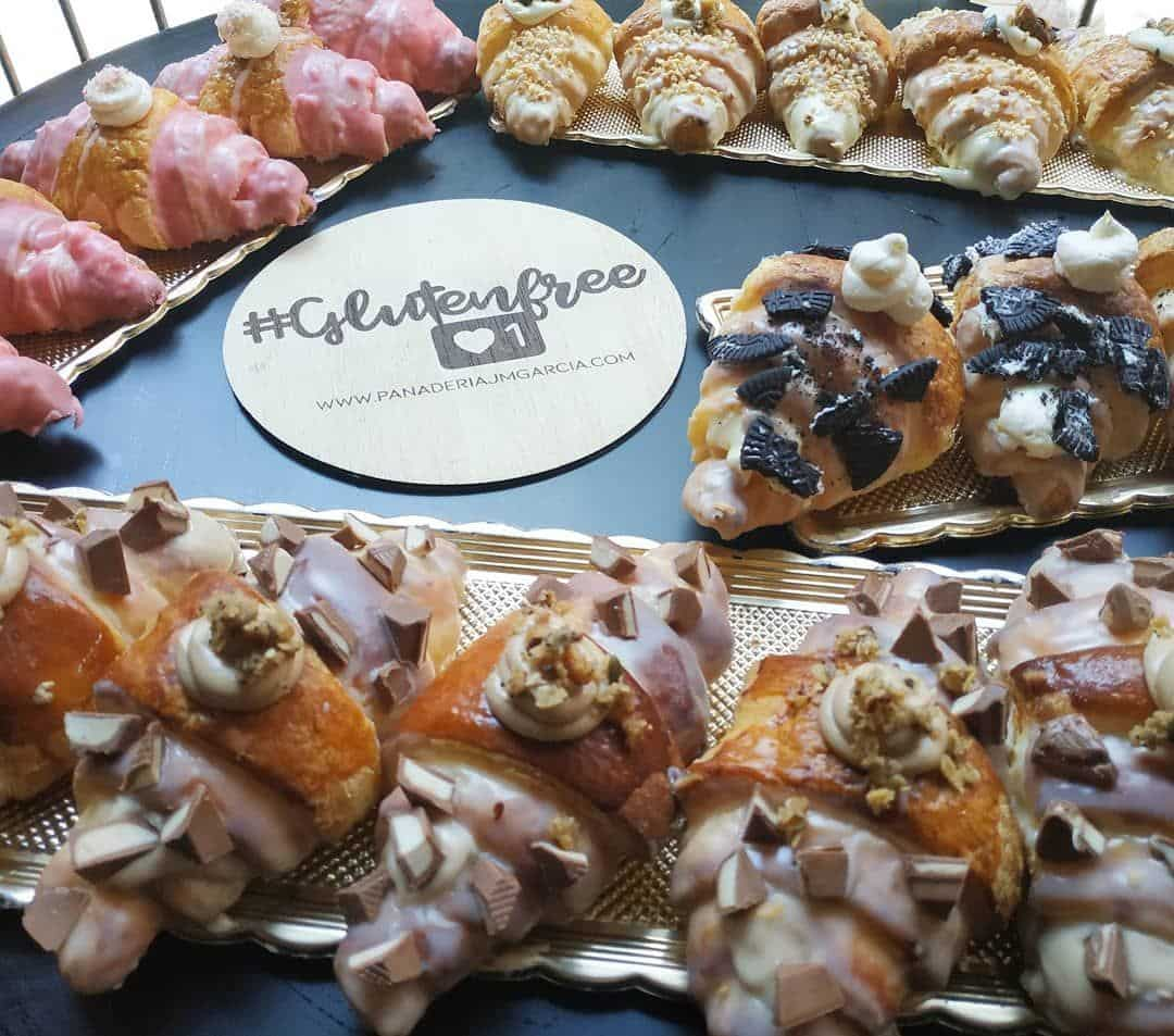 Croissants-Sin-Gluten-con-Lactosa-kinder-pantera_rosa-y-oreo-www.panaderiajmgarcia.com-panaderia-alicante