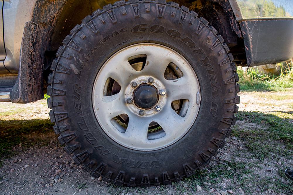 Roadside wheel stud replacement