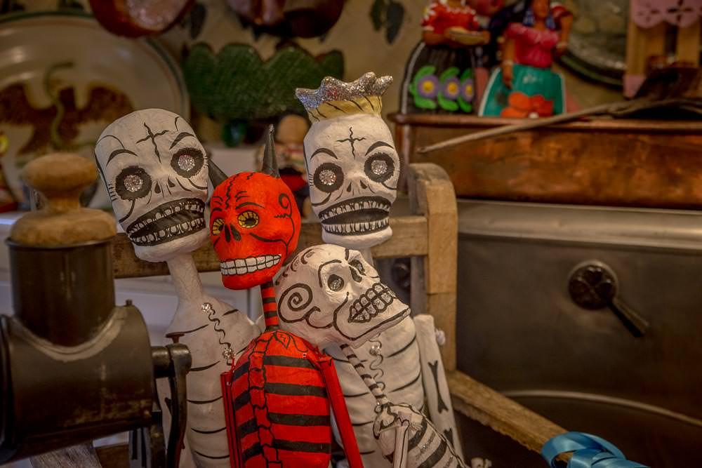 Happy skeleton family.