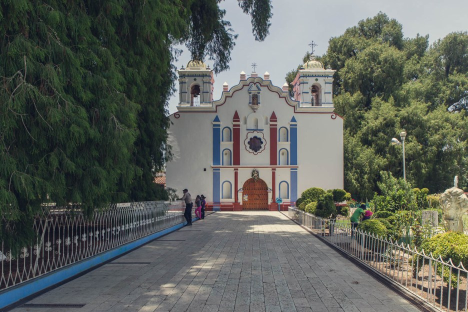 The colourful church in the centre of Santa María del Tule. Complete with giant trees in the grounds.