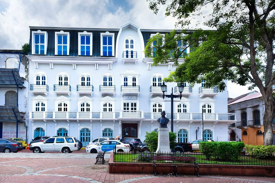The hotel is located on Cathedral Plaza where you can find statues of Panama's founding fathers