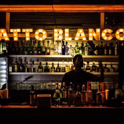 Gatto Blanco Rooftop Bar está encima del Restaurante Coliseum Roma