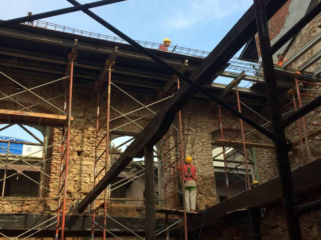 Renovación del nuevo edificio del pub la rana dorada en casco viejo